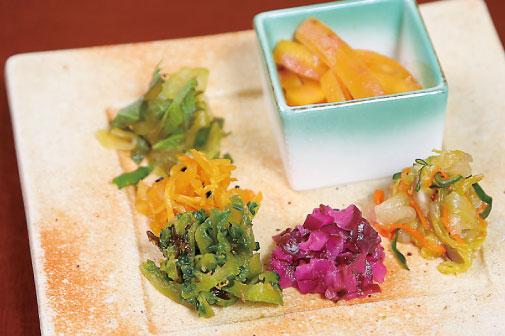 島野菜の漬け物盛合せの写真