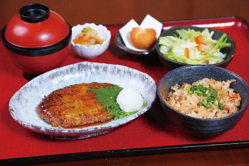 島豆腐の照焼ハンバーグ定食の写真
